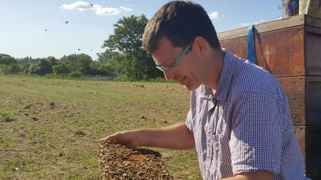 Jürgen Ullrich bei der Arbeit mit seinen geliebten Bienen.