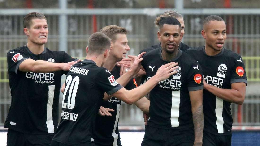 Die Spieler des SV Sandhausen jubeln gegen die Würzburger Kickers.