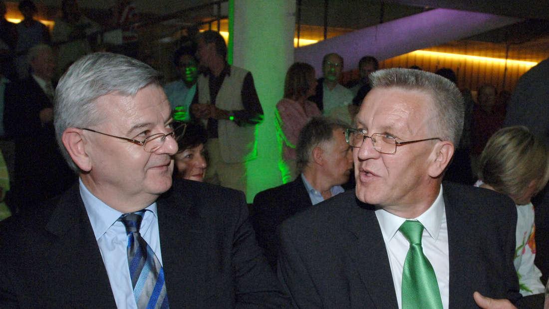 Joschka Fischer und Winfried Kretschmann beim Fest der Grünen zu 25 Jahren Zugehörigkeit zum Stuttgarter Landtag im Jahr 2005.