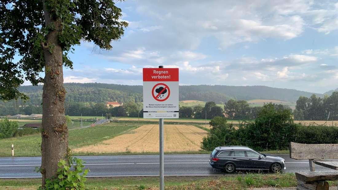 Foto Schild Regnen verboten