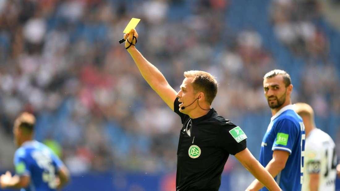 Schiedsrichter Robert Hartmann wird die Partie des VfB Stuttgart bei Arminia Bielefeld pfeifen.