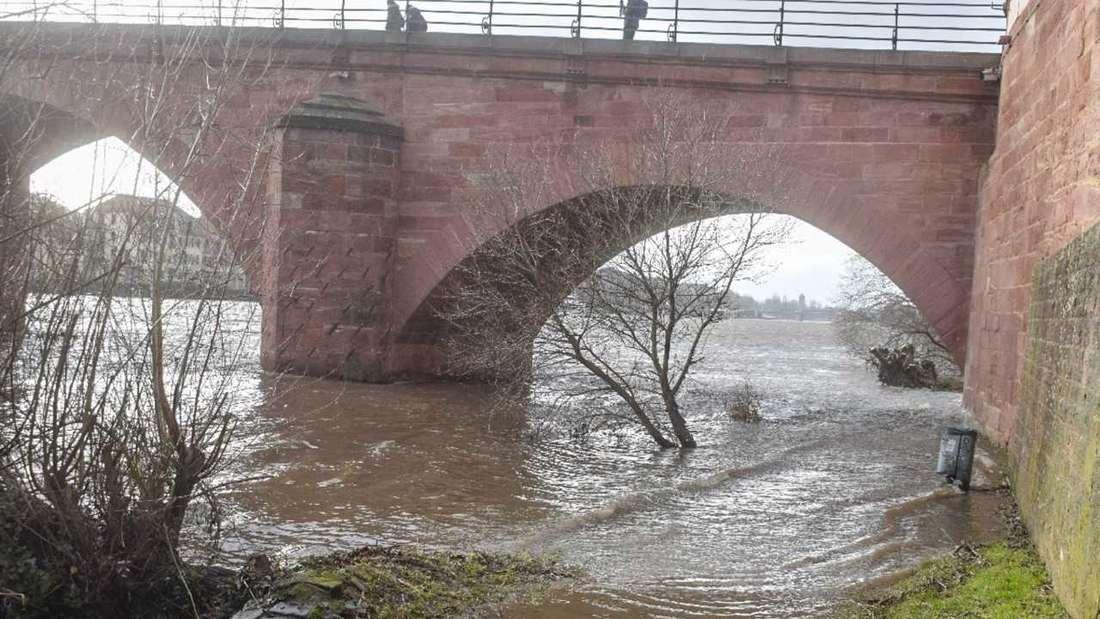 Hochwasser in Heidelberg: Am Freitagnachmittag (29. Januar 2020) liegt der Neckar-Pegel bei rund 2,90 Meter.