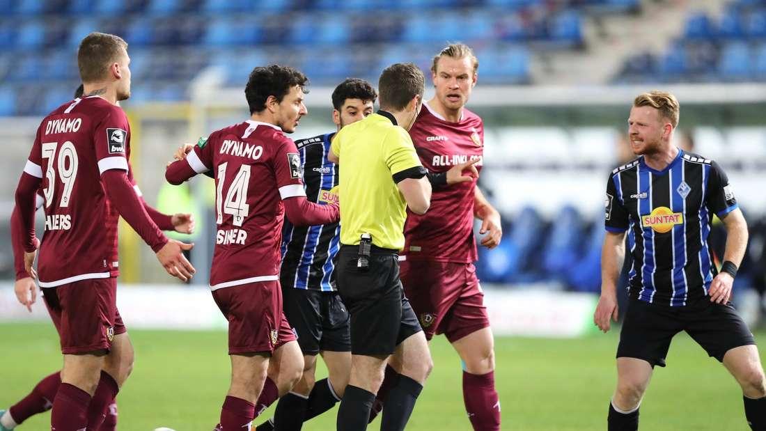 Dynamo Kapitän Sebastian Mai muss gegen Waldhof mit Rot vom Platz.