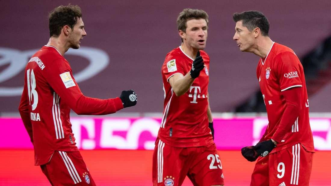 Leon Goretzka (li.) ist positiv auf Corona getestet worden und wird dem FC Bayern fehlen.