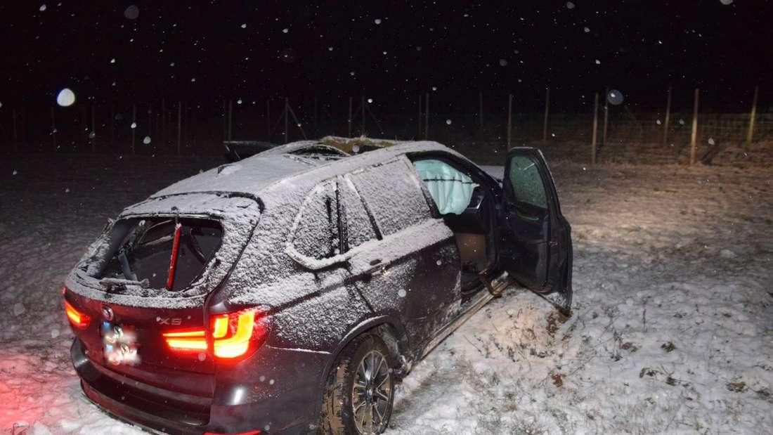 Ein BMW-Fahrer (19) rutschte mit einem X5 von der A6 bei Heilbronn, verletzte sich schwer.