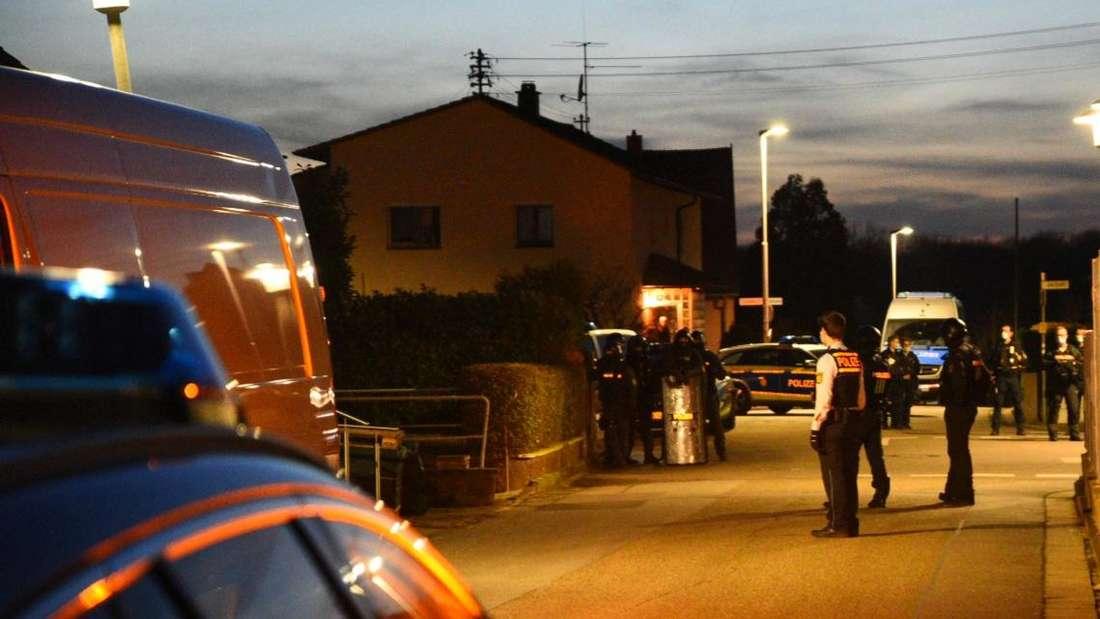 Einsatz in Wiesloch: Das SEK umstellt ein Wohnhaus