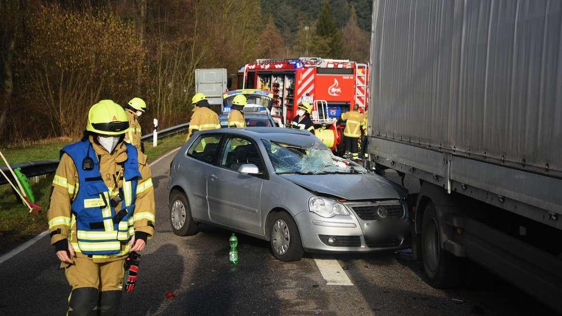Schwerer Unfall bei Bammental. Polizei und Feuerwehr vor Ort