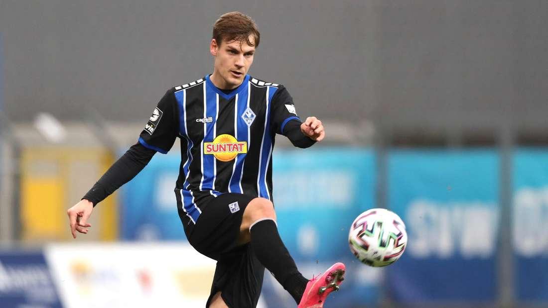 Max Christiansen trifft mit dem SV Waldhof auf den SV Wehen Wiesbaden.