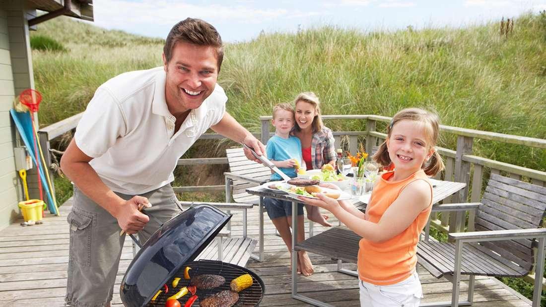 Die Grillsaison steht an. Für viele Hobbygriller gibt es nur einen wahren Grill: den Holzkohlegrill.