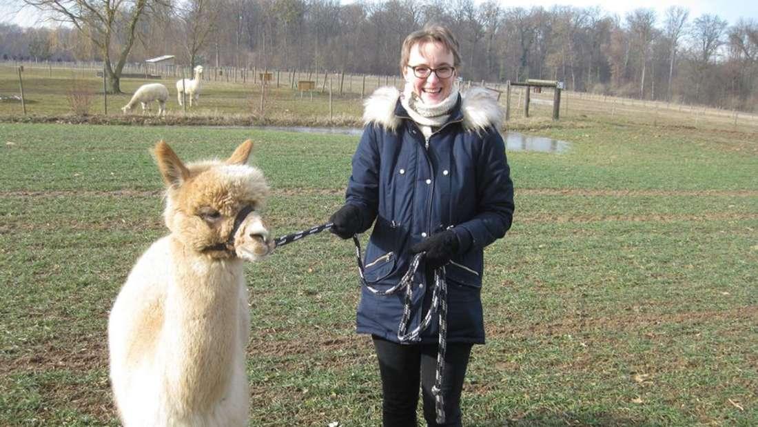 Melanie Weigl und ihr Alpaka Gargamel