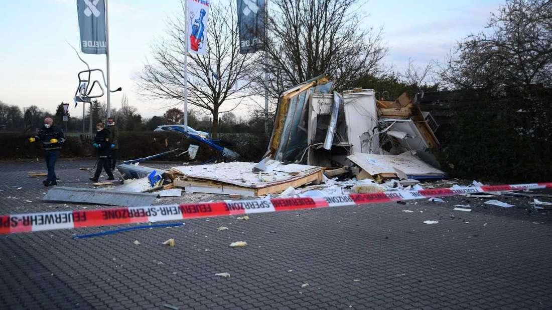 Eine Spur der Verwüstung: einer der gesprengten Geldautomaten in der Hockenheimer Landstraße in Schwetzingen.
