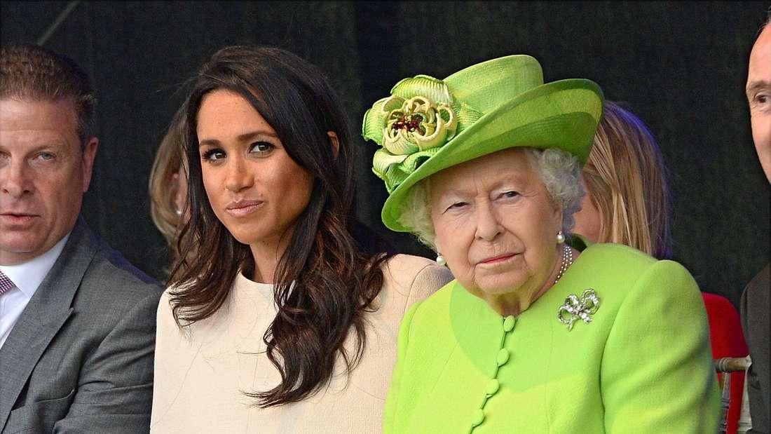 Der Buckingham Palast will die Rassismus-Vorwürfe von Prinz Harry und Herzogin Meghan privat aufarbeiten.