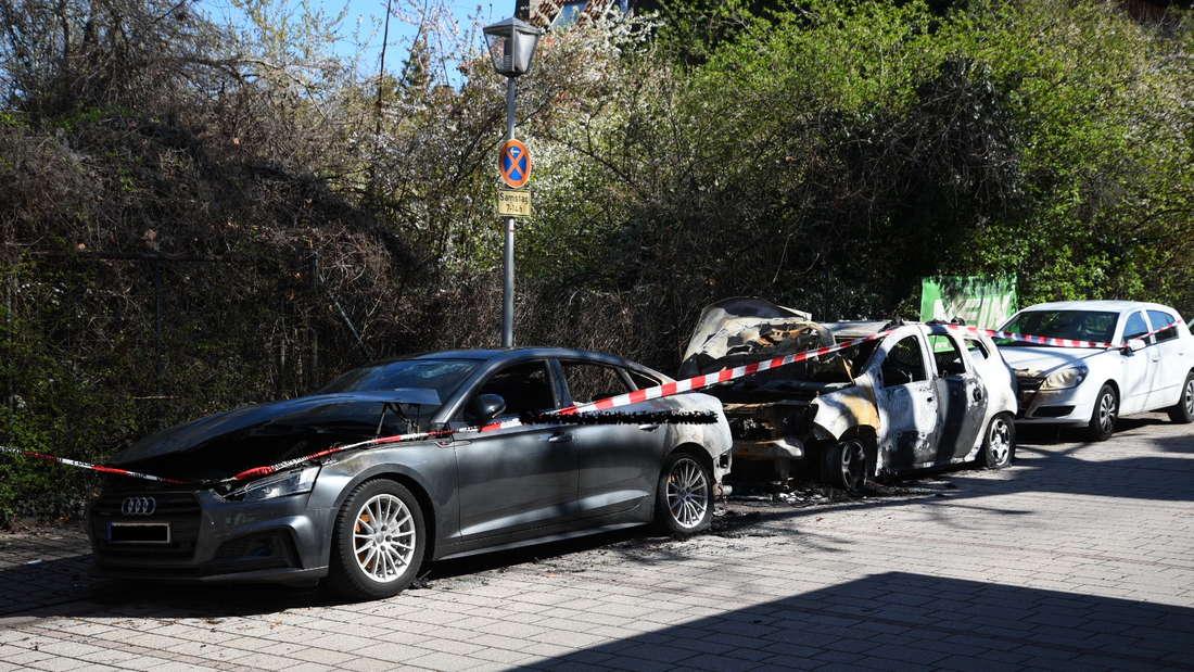 Auch diese beiden Autos wurden durch die mutmaßliche Brandstiftung im Leutershausen zerstört.