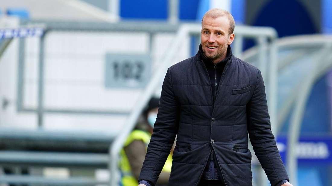 Die TSG Hoffenheim um Trainer Sebastian Hoeneß ist beim FC Augsburg zu Gast.
