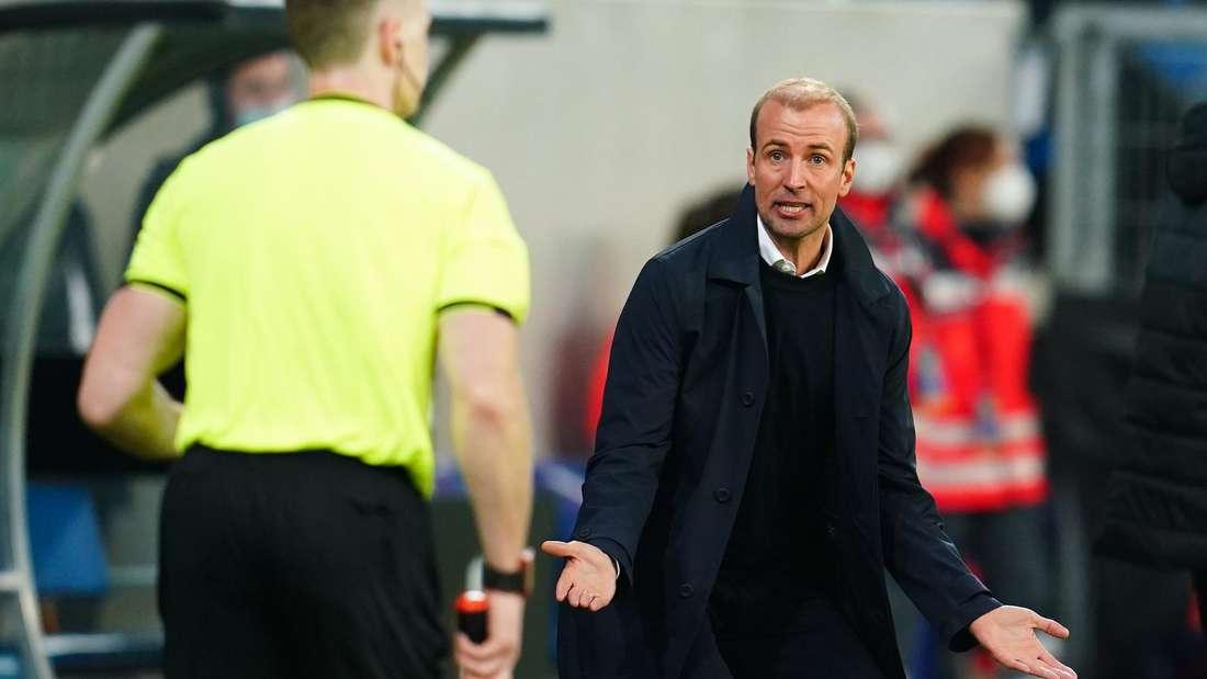 Der Druck auf TSG-Trainer Sebastian Hoeneß nimmt zu.