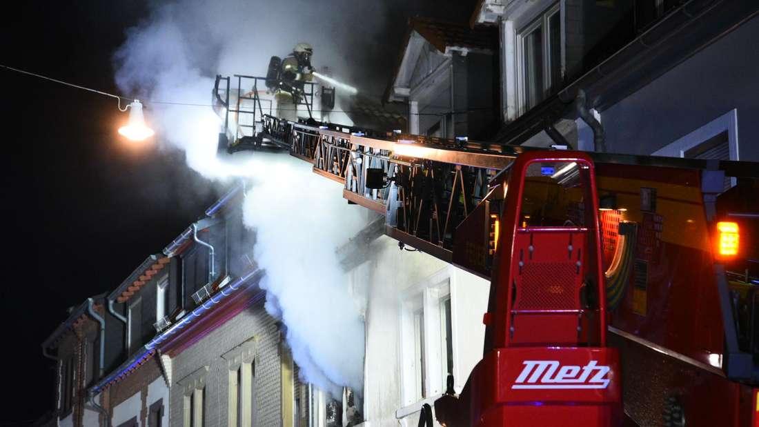 Hoher Sachschaden nach Brand in Mehrfamilienhaus in der Hegenichstraße in Heidelberg-Kirchheim.