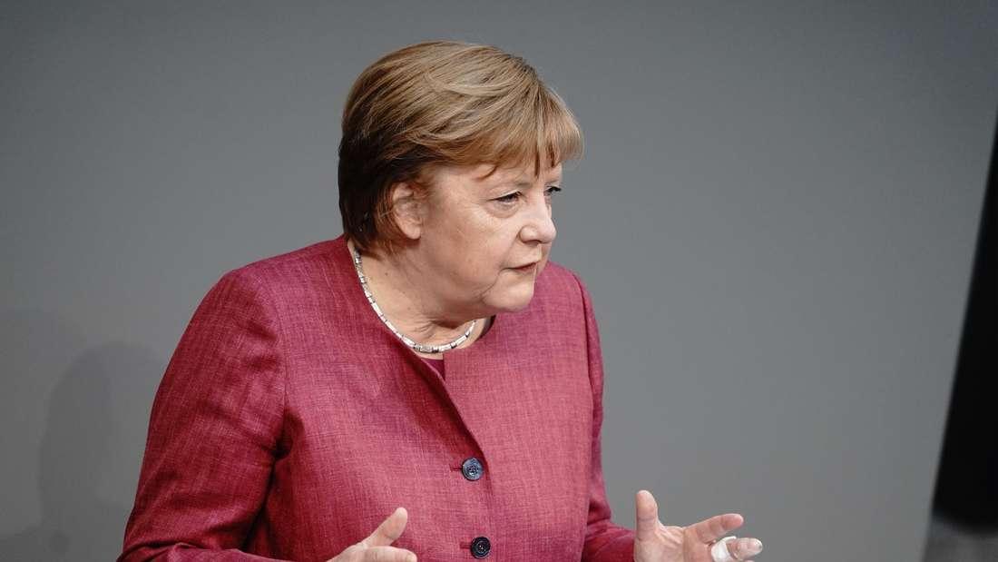 Bundeskanzlerin Angela Merkel (CDU) spricht im Bundestag zu den Abgeordneten