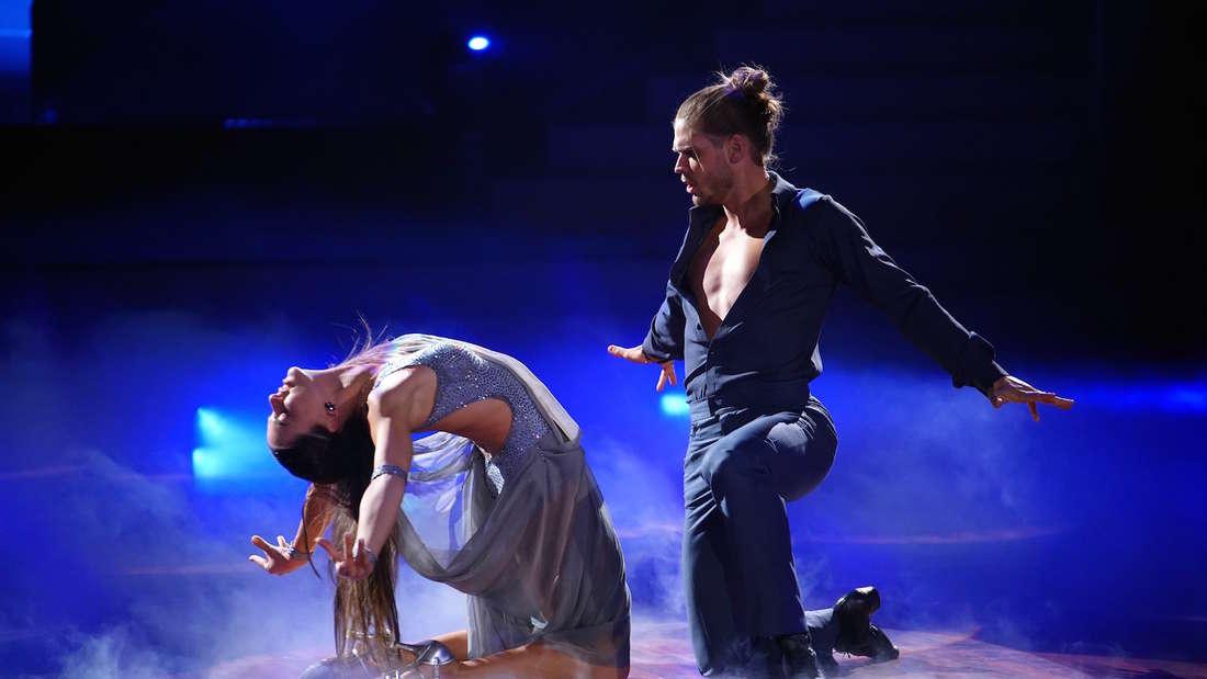 Renata Lusin und Rúrik Gíslason bei der Show am Freitag.