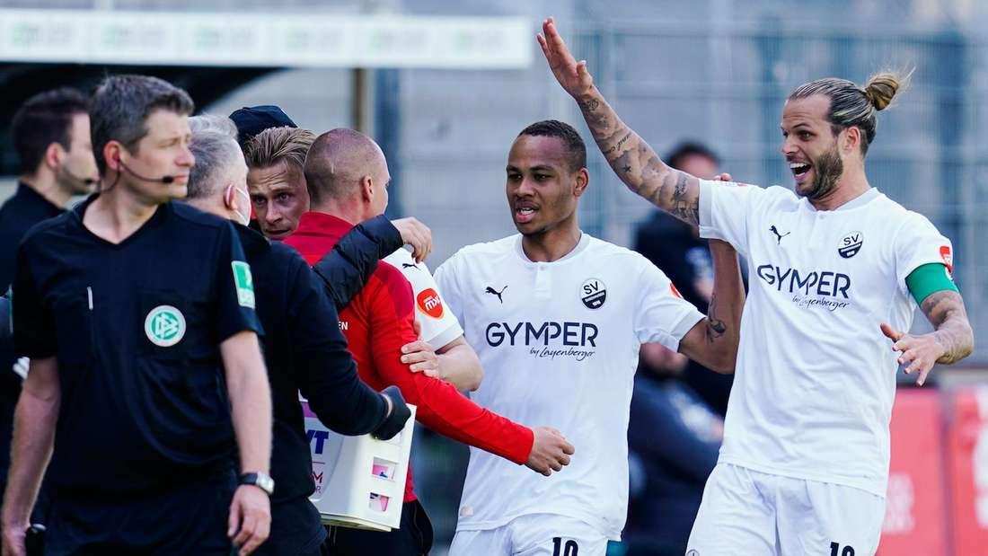 Der SV Sandhausen jubelt über das 1:0 gegen Hannover 96.
