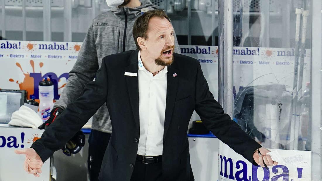 Adler-Trainer Pavel Gross hat die DEL scharf kritisiert.