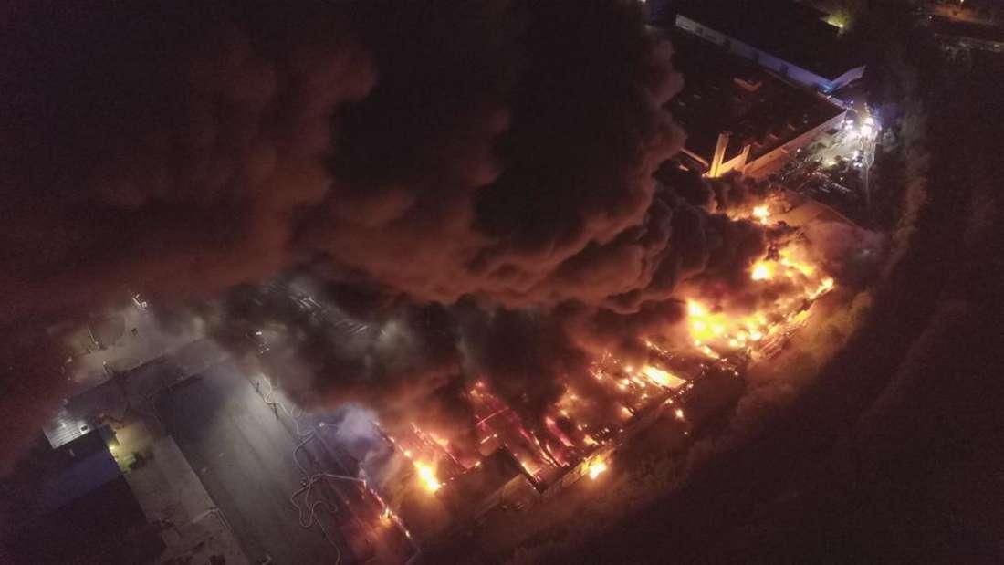 Das Inferno bei einer kunststoffverarbeitenden Firma in Bruchsal.