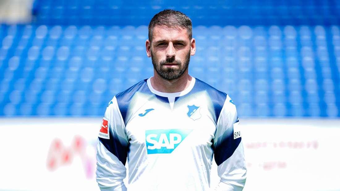 Philipp Pentke steht gegen Arminia Bielefeld im Tor der TSG Hoffenheim.
