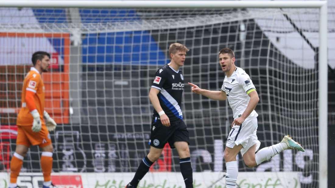 Andrej Kramaric (r.) macht gegen Bielefeld sein 19. Saisontor.