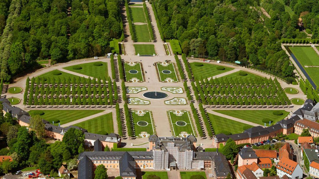 Luftaufnahme vom Schwetzinger Schlossgarten.