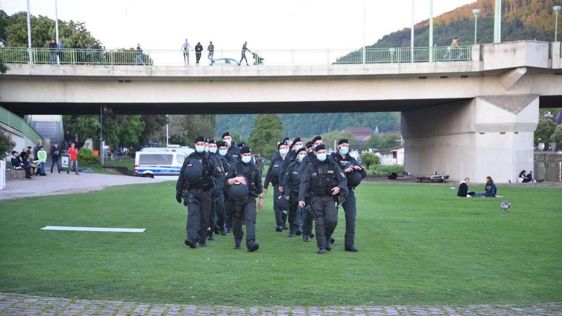 Polizei auf der Neckarwiese in Heidelberg.