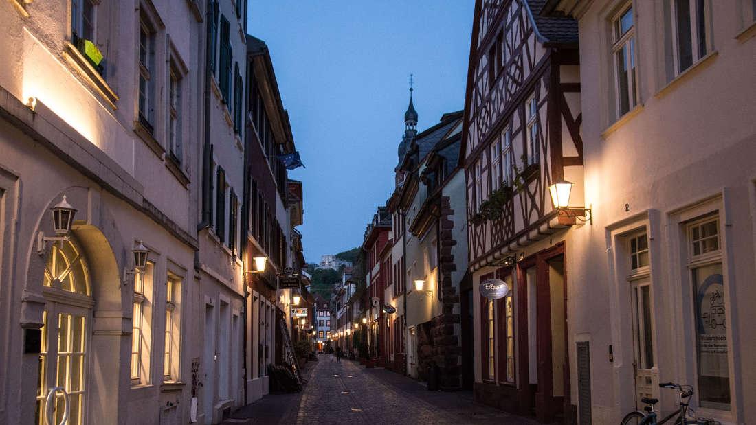 Die Altstadt von Heidelberg gleicht am Freitagabend einer Geisterstadt.
