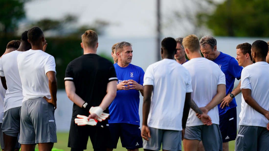 Olympia: Stefan Kuntz schwört sein Team auf das Auftaktspiel gegen Brasilien ein.