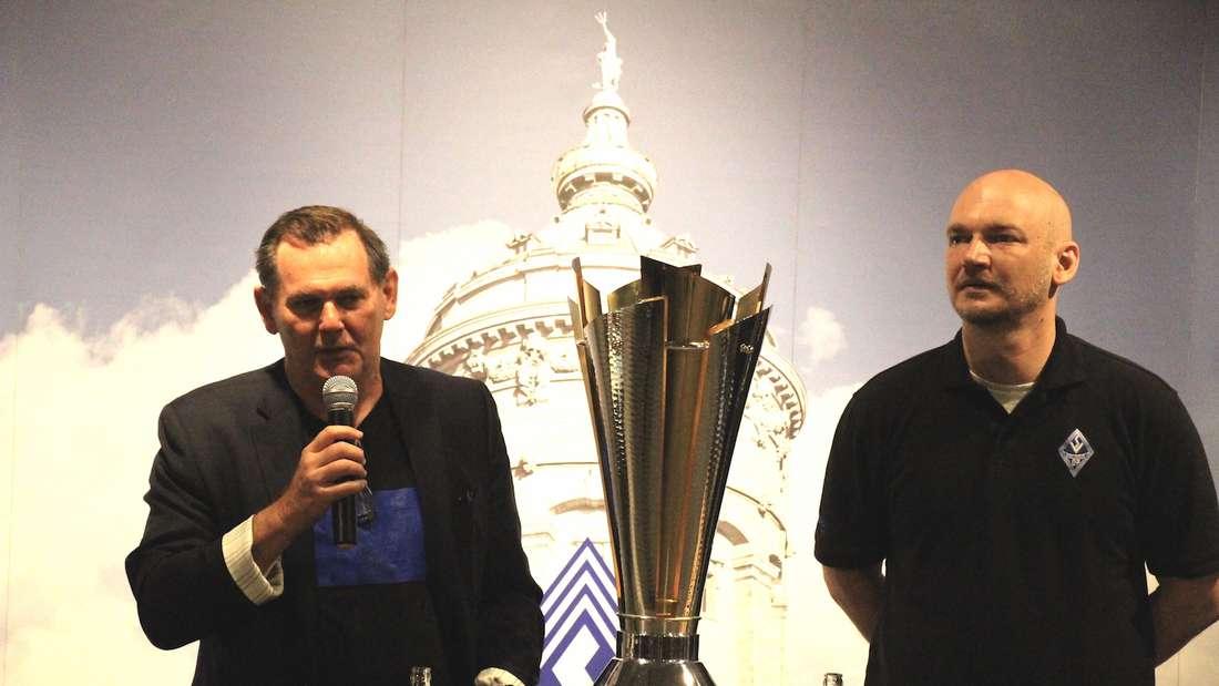Waldhof-Präsident Bernd Beetz (li.) und Geschäftsführer Markus Kompp.