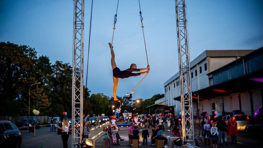 Tolle Akrobatik beim ersten Mannheimer Drive-In-Zirkus im Jahr 2020.