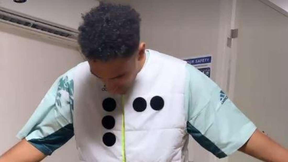 Basketballer Maodo Lo kann seinem Olympia-Outfit nichts abgewinnen.