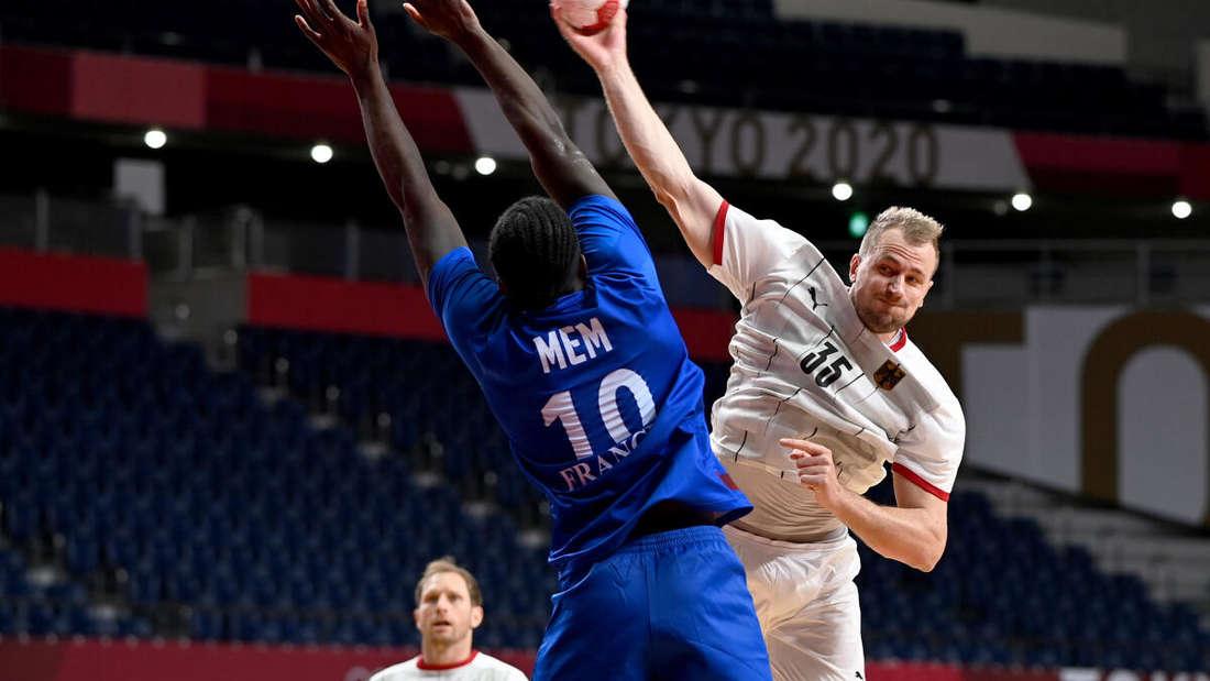 Frankreich gegen Deutschland: Hier versucht es Julius Kühn für das DHB-Team.