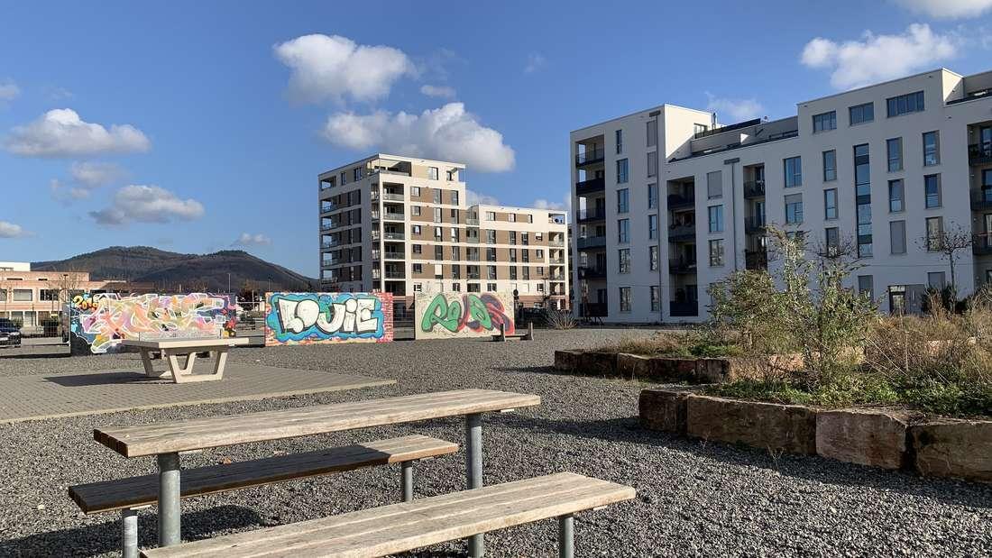 Die Pfaffengrunder Terrasse – gelegen zwischen Gadamerplatz und Promenade – soll in diesem Jahr entsprechend dem Wettbewerbsergebnis angelegt werden. Dabei werden auch 125 Bäume gepflanzt. Zur Zwischennutzung geöffnet wurde die Fläche im April 2016. Seitdem gibt es dort Bäume in Kübeln, Sitzgruppen, eine Tischtennisplatte und Graffitiwände.