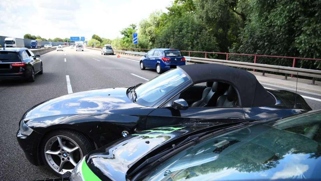 Zwei Autos nach einem Unfall.