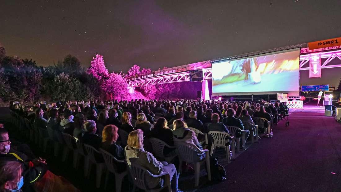 A8 wird zum Open-Air-Kino