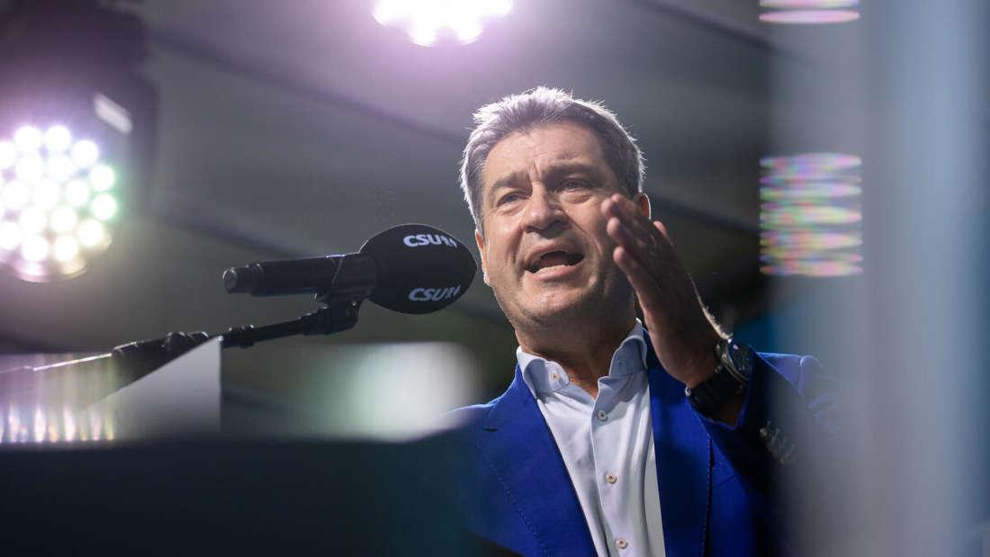 Markus Söder, CSU-Chef und Ministerpräsident von Bayern, spricht während der CSU-Stadiontour. (Archivbild)
