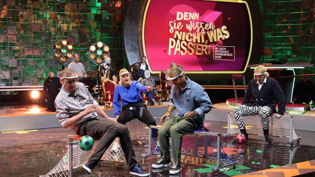 Günther Jauch (l.), Barbara Schöneberger, Rúrik Gislason und Thomas Gottschalk (r.). bei der Show am Samstagabend.