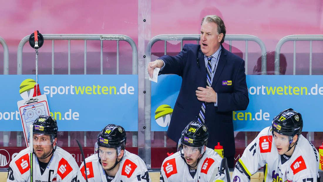 Die Krefeld Pinguine trennen sich von Trainer Clark Donatelli.