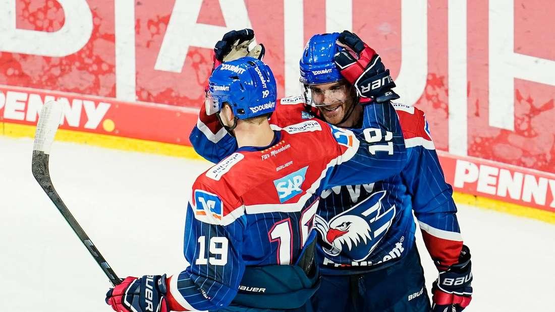Die Adler Mannheim stehen im Achtelfinale der Champions Hockey League.