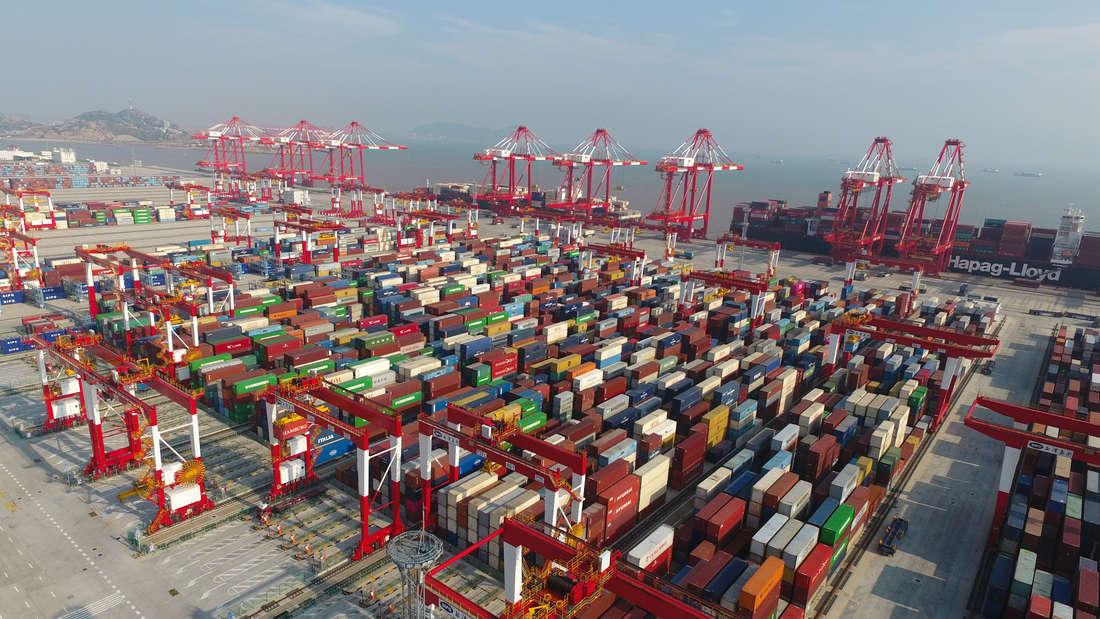 Tiefwasserhafen Yangshan in Shanghai